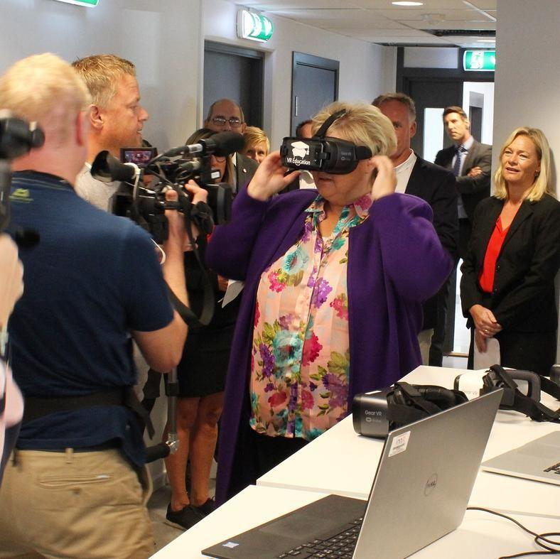 Prime minister impressed by visit to entrepreneurship and industry house in Hamar