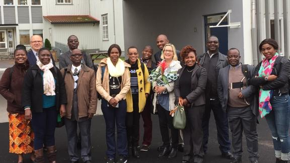 The delegation from the University of Zambia during their visit to Rollsløkken primary school in Hamar